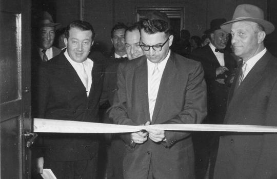 """August 1958: Konsul Ben-Yaacov und der 2. Gemeindevorsitzende Spokojny eröffnen die neuen """"jüdischen Kulturräume"""""""